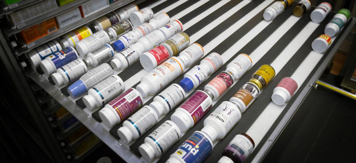 El robot de farmacia KLS les permite automatizar el almacén de envases redondeados